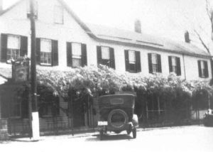 1930-1939 Hotel Calvert, one car in front, Prince Frederick